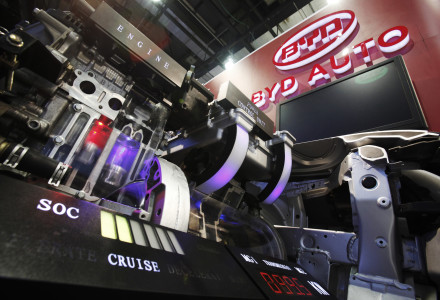 The engine on the BYD F6DM Plug-in Electric Hybrid is seen during the North American International Auto Show in Detroit, Michigan January 13, 2009.      REUTERS/Mark Blinch (UNITED STATES) - RTR23CUE