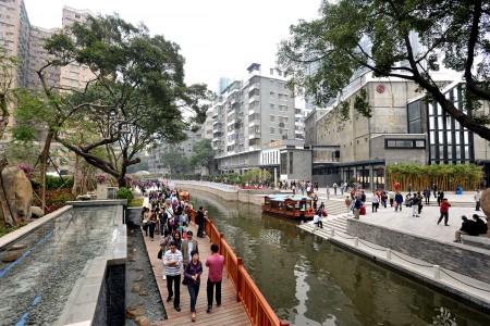 改造后的广州荔枝湾有了更多公共绿地,方便行人出行(资料来源:交通与发展政策研究所,2010年)